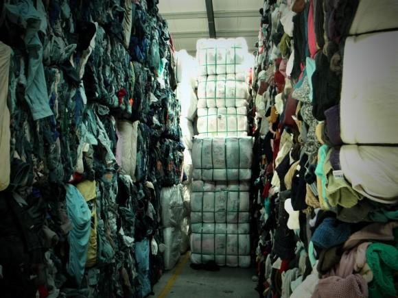 Průměrný občan ve státě New York vyhodí ročně pětatřicet kilogramů textiílií do koše. Zbytečně. Zdroj: Radomír Dohnal
