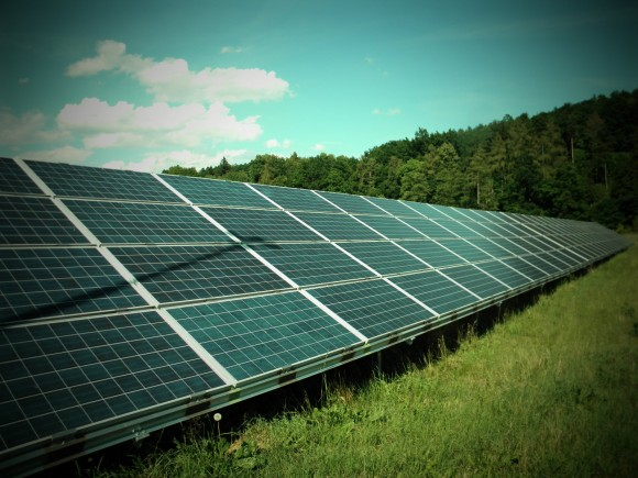 Britský venkov by měl zůstat zelený, solární farmy sem nepatří. Zdroj: Radomír Dohnal