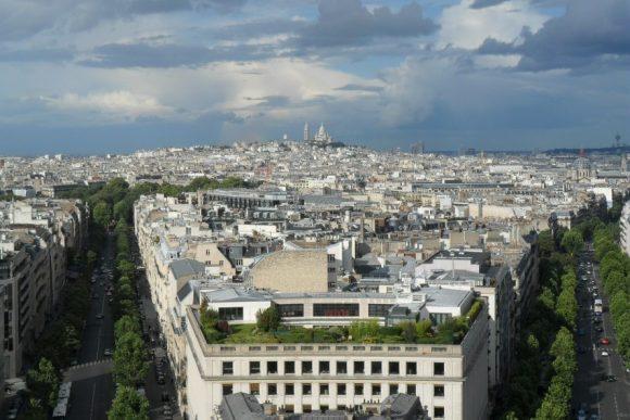 """""""Dokonalá Paříž má ve snižování produkce skleníkových plynů a omezování spotřeby energií ještě hodně co dohánět."""" Zdroj: Inhabitat.com"""