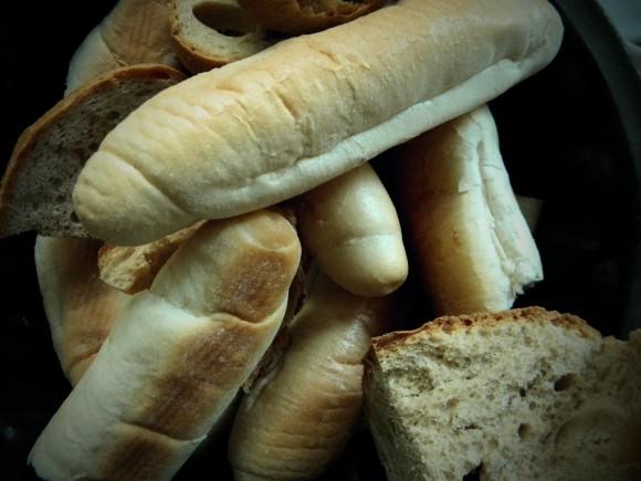 Druhou nejčastěji do koše vyhazovanou potravinou je v Čechách pečivo. Zdroj: Radomír Dohnal