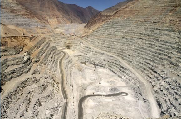 Měděné doly Los Pelambres v Antofagastě se rozhodně nedají považovat za ekologické. Solární elektrárna ale vylepší obraz společnost Minerals S.A.. Zdroj: CleanTechnica.com/Antofagasta