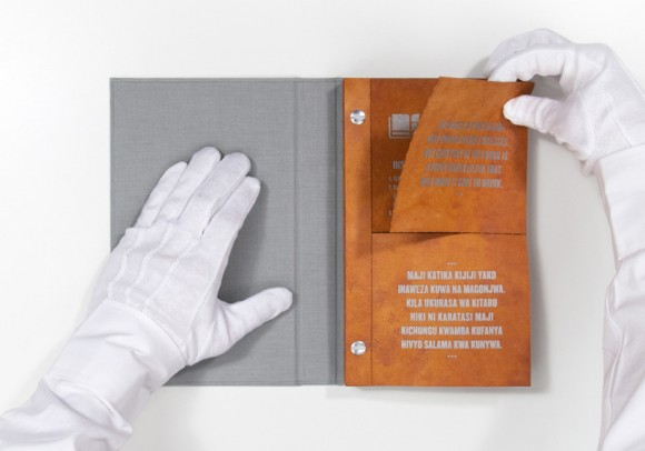 """""""Kniha, jejíž listy vyčístí i vodu z kaluže."""" foto: DDB New York"""