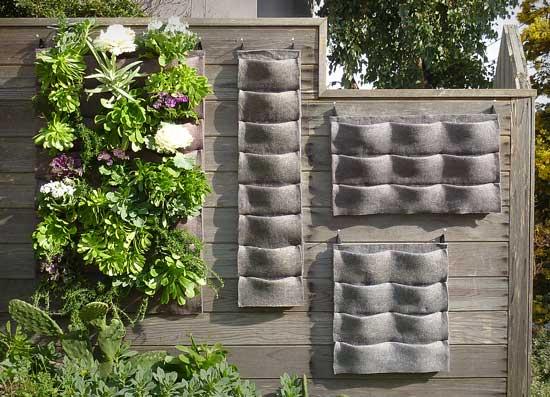 Vertikální pruh zeleně, nebo celostěnný vodopád listů? Vybrat si můžete sami. foto: © Plants on Walls