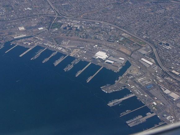 """""""Námořní základna v San Diegu si bude muset na solární zázemí ještě chvilku počkat."""" Zdroj: Workman/Wikipedia.org/ CC BY-SA 3.0"""