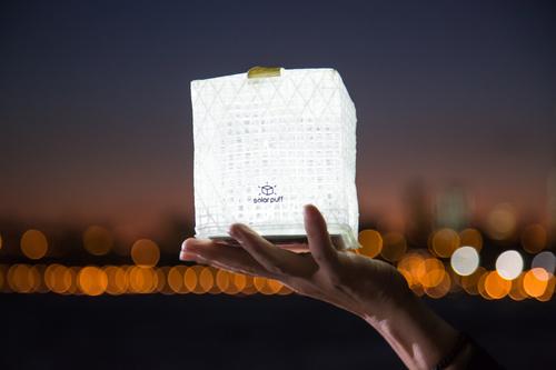 """""""Solar+Puff  jednoduché řešení krizového osvětlení."""" Zdroj: SOlight Design"""