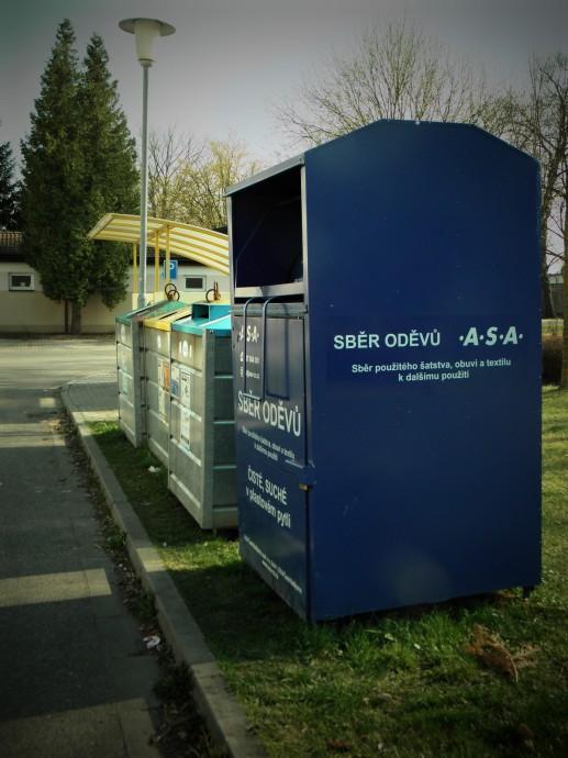 """""""Město s 95 000 obyvateli bylo schopno shromáždit v kontejnerech za jeden rok 62,8 tun textilu."""" Zdroj: Radomír Dohnal"""