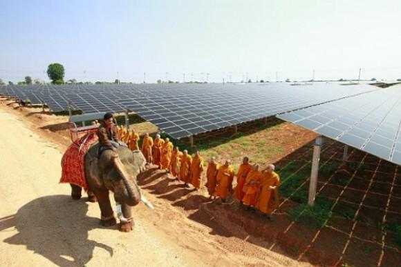 """""""V úhrnu solárních instalací za tento rok Thajsko dalece předběhne okolní jihoasijské státy."""" Zdroj: reneweconomy.com"""