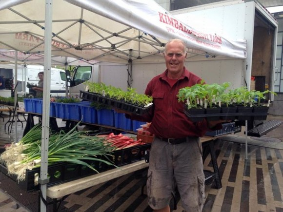 """""""Zelenina a ovoce ze supermarketů je anonymní, na tržišti má svůj příběh."""" Zdroj: BostonPublicMarketAssociation"""