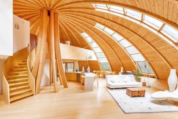"""""""Stačí jen zmáčknout tlačítko, a dům je schopen rotace o 360°. Vyberte si výhled, světlo nebo stín."""" Zdroj:DomeSpace"""