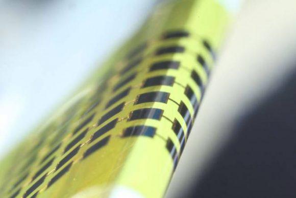 """""""Klíčový prvek budoucí solární technologie? Ohebnost."""" Zdroj: Juho Kim, et al / Applied Physics Letters"""
