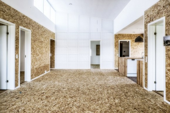 Bydlet v domě z recyklovaných materiálů neznamená zříci se pohodlí. foto: Lendarger Arkitekter
