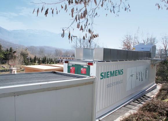 Rozměry obřího akumulátoru odpovídají klasickému lodnímu kontejneru. Tyto jednotky lze pro navýšení celkové kapacity dále spojovat až do součtu 2 MWh. foto: Siemens