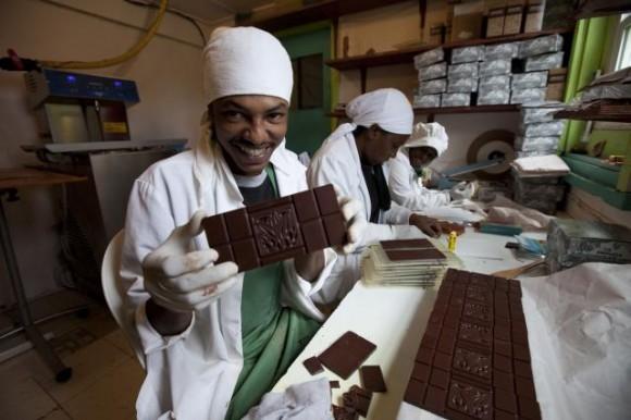 A takhle se v čokoládovně balí čokoláda v čokoládovně Grenada Chocolate Company, foto: GCC