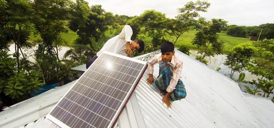 Solární panely pomohou v Bangladéši k elektřině statisícům lidí, foto: www.idcol.org