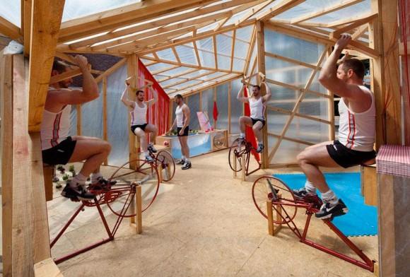 Nemusíte se bát, že byste při sledování fotbalového šampionátu přibrali na váze. JF kit house vás v gauči sedět nenechá. Zdroj: Miguel de Guzman - www.imagensubliminal.com