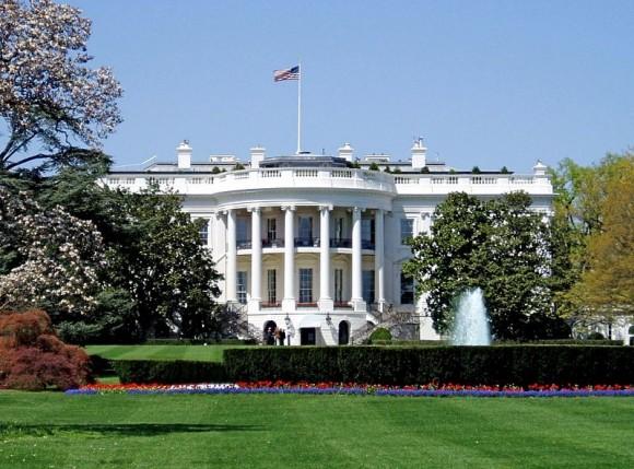 Washington, hlavní město americké federace (na obrázku Bílý dům, sídlo prezidenta Spojených států), bude napájet vládní budovy elektřinou z obnovitelných zdrojů energie, foto: Matt Wade, licence Creative Commons Attribution-Share Alike 3.0 Unported