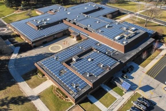 Střední škola Butterfield v americkém městě Libertyville, stát Illinois. foto: C & E Solutions