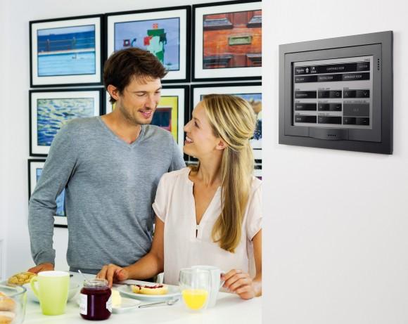 Centrální ovládání domu na přehledném dotykovém displeji. foto: Schneider Electric