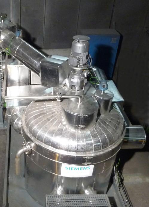 Ačkoli je množství tepla unikajícího zobloukových pecí značně proměnlivé, lze ho zužitkovat kvýrobě elektřiny. Řešením jsou solné směsi, které lze zahřát až na 500 °C a dobře zadržují teplo i bez kontinuálního ohřevu. foto: Siemens