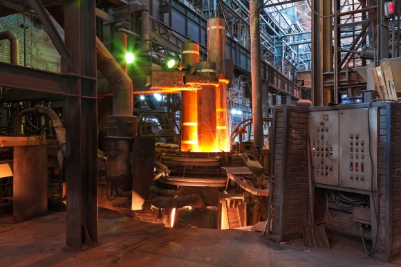 Obloukové pece jsou bezpochyby impozantní stroje. A to nejen na pohled, ale i svojí spotřebou. Na výrobu jedné tuny oceli spotřebují vprůměru 370 kilowatthodin energie. foto: Siemens