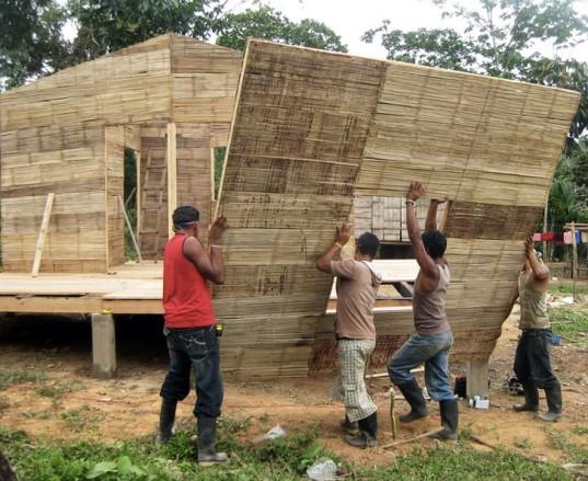 Všude v okolí dostupný stavební materiál garantuje nízkou cenu. Výstavba je přitom skutečně blesková. Zdroj: CO2 Bambu.com