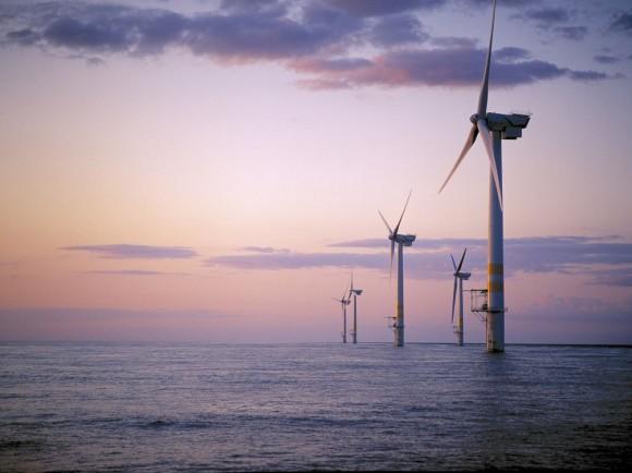 Příbřežní větrné elektrárny se stávají páteří obnovitelných zdrojů v řadě zemí. Zdroj: offshorewind.biz