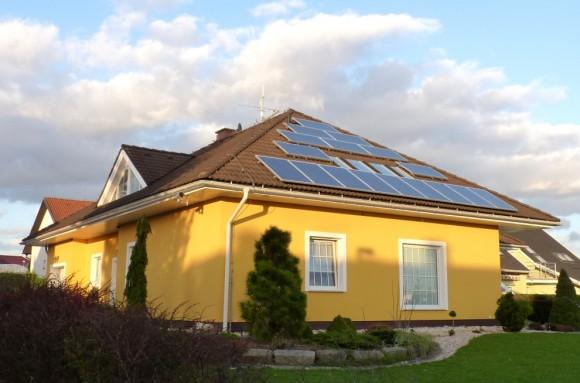 Dům s fotovoltaickými solárními panely, foto: Martin Singr