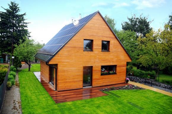 Ekologické, levné a šetrné bydlení v Plzni. To je energeticky aktivní rodinný dům J. Řežába ze společnosti JRD, nominovaný na cenu E.ON Energy Globe Award. foto: JRD