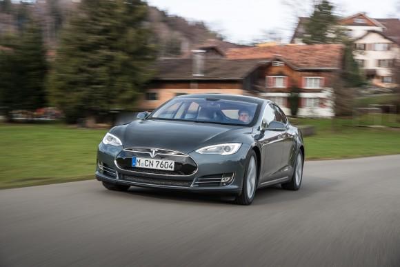 Elektromobil Tesla Model S americké automobilky Tesla Motors dnes nabízí nejvyšší dojezd mezi všemi elektromobily na trhu. foto: Tesla Motors