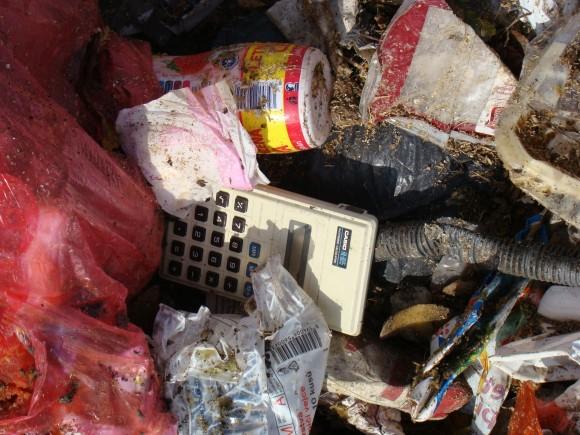 Jestli má něčeho Afrika nazbyt, jsou to odpadky. foto: REMA Systém