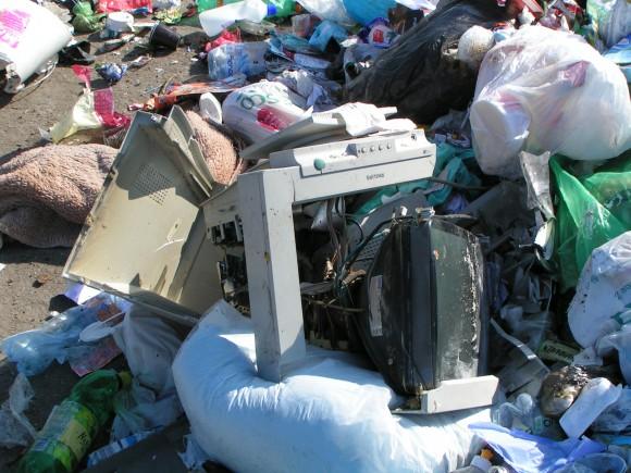 Elektroodpad (vysloužílé elektrospotřebiče) často namísto odběrných míst končí v klasickém komunálním odpadu. foto: REMA Systém