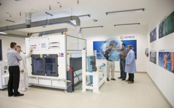 Stroj Nanospider české společnosti Elmarco na výrobu nanovláken, foto: Elmarco