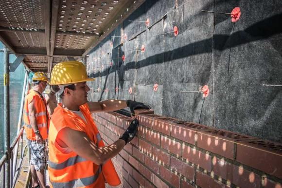 Režné zdivo v souvrství deska tepelné izolace s nakašírovanou textilií. foto: Knauf Insulation