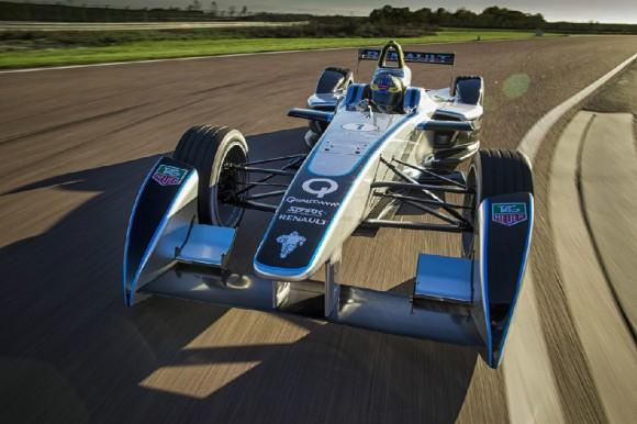 Elektrické závodní formule značky Renault-SPARK budou od letoška závodit v předních světových metropolích. foto: Formula E