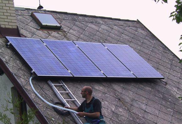 Nezávislý ostrovní fotovoltaický systém je českým státem - zcela nesmyslně - zpoplatněn. foto: MyPower.cz