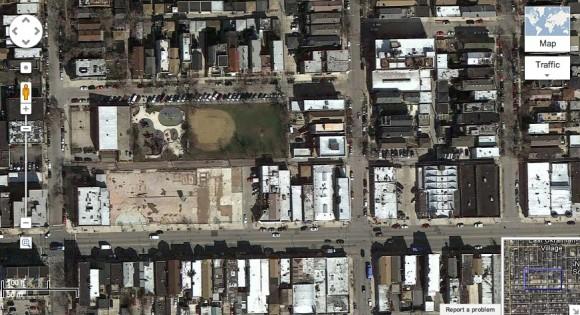 Městská zeleň je jasný indikátor sociální nerovnosti. Tahle čtvrť Chicaga zvaná Ukrajinská vesnice s jedným nuzným parkem uprostřed zcela jistě není pro obyvatele střední nebo vyšší vrstvy, foto: Google Maps