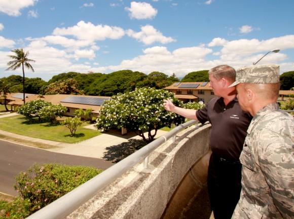 Spojená základna americké armády Pearl Harbor-Hickam na Havaji už je solárními panely postupně vybavována, foto: SolarCity