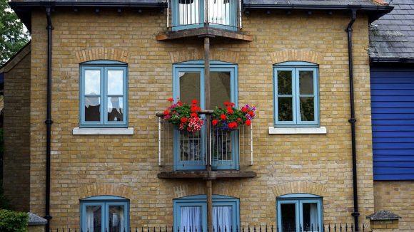 Správné zateplení domu vám pomůže snížit náklady na vytápění, často třeba i o více než polovinu. foto: MikeBird, licence public domain