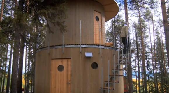 Lesní hotel Treehotel se skládá z několika samostatných budov (viz. níže). Tohle je sauna.