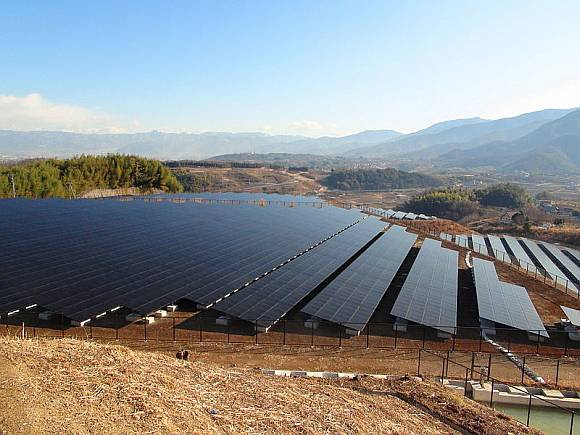 Japonská 10MW solární elektrárna Komekurayama první rok provozu vyprodukovala 14,5 MWh elektrické energie. foto: Sakaori, licence Creative Commons