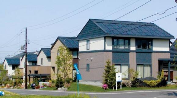Střešní solární panely jsou na domech japonského města takřka všudypřítomné - mnozí Ota přezdívaní jako hlavní solární město světa, foto: Ota