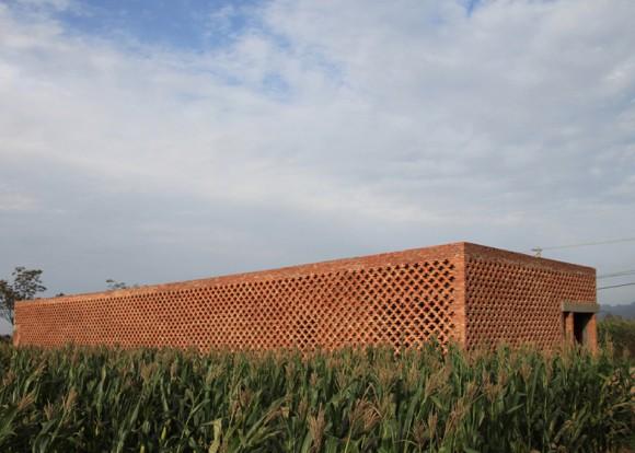 John Lin je profesorem architektury na univerzitě v Hong Kongu. Pro venkovské oblasti Číny navrhl jednoduchý soběstačný dům. foto: John Lin