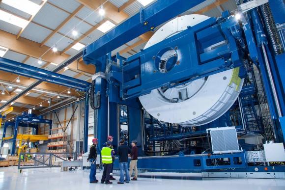 Každý generátor váží 150 tun a má průměr 7,6 metru. foto: GE