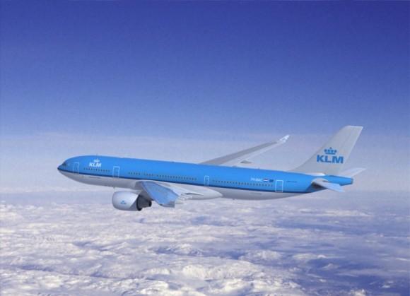 První letadlo, poháněné biopalivem ze starého kuchyňského oleje odstartovalo na pravidelné lince 8.3 2013. Zdroj: KLM/www.airport-parking.tv