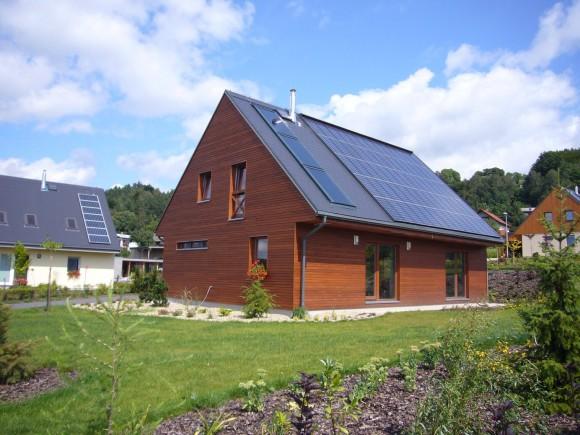 Pasivní dům využívající solární kolektory a fotovoltaickou elektrárnu, foto: Centrum pasivního domu