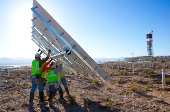 Po dokončení v polovině roku 2013 bude Ivanpah největší koncentrační solární elektrárna na světě, foto: BrightSource