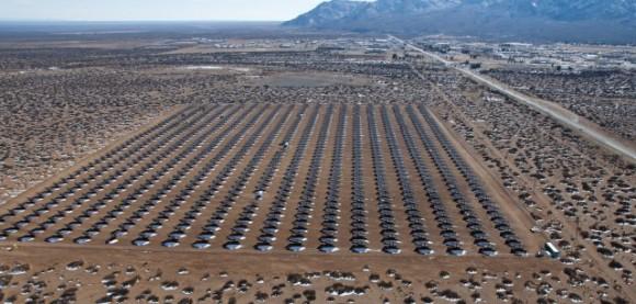 Koncentrační solární elektrárna o výkonu 4,1 MW u americké raketové střelnice White Sands, foto: U.S. Army