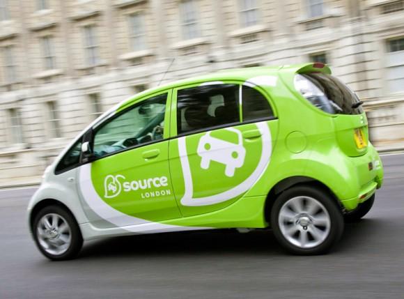 Elektromobil Peugeot iOn jezdící v Londýně v rámci programu Source London pro zavádění dobíjecích stanic pro elektrická auta, foto: Source London
