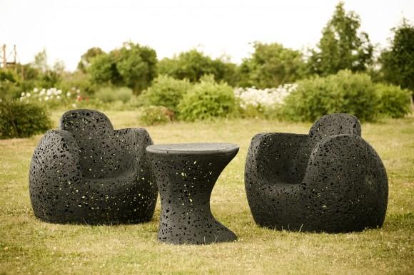 Křesla, stolky i taburetky od Maffan Freeform vypadají jako dílo obřího pavouka. Zdroj: Maffam Freeform