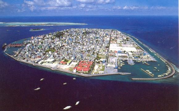 Maledivy (Maledivská republika), hlavní město Male, které pokrývá celý stejnojmenný ostrov. foto: Taichi, Wikimedia